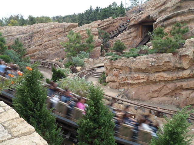 Big Grizzly Mountain Runaway Mine Cars at Hong Kong Disneyland